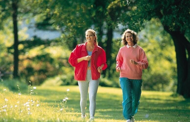 nuo hipertenzijos, kuri yra geriau bėgimas ar vaikščiojimas)