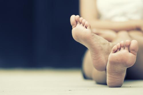 Vyresnio amžiaus moterų kojų patinimo priežastys ir gydymas
