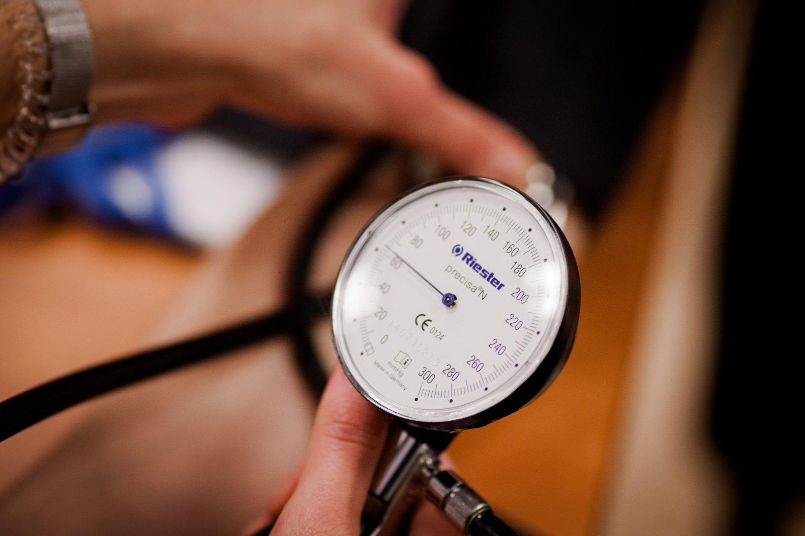 kardiologas ir kardiologas gydo hipertenziją
