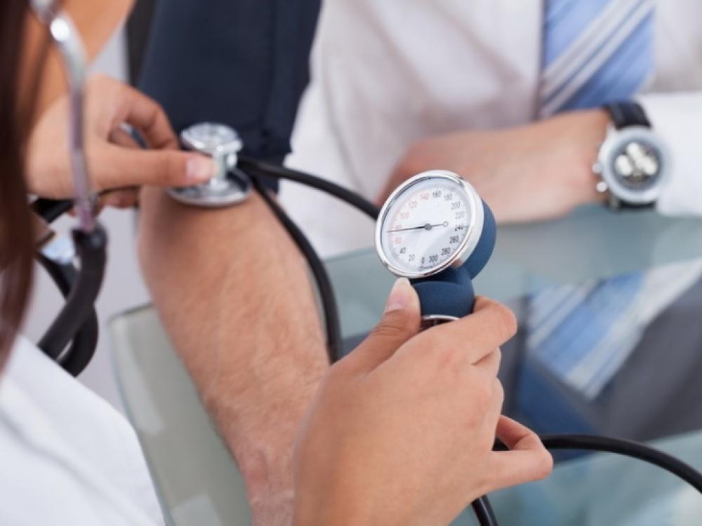 spaudimas ryte su hipertenzija)
