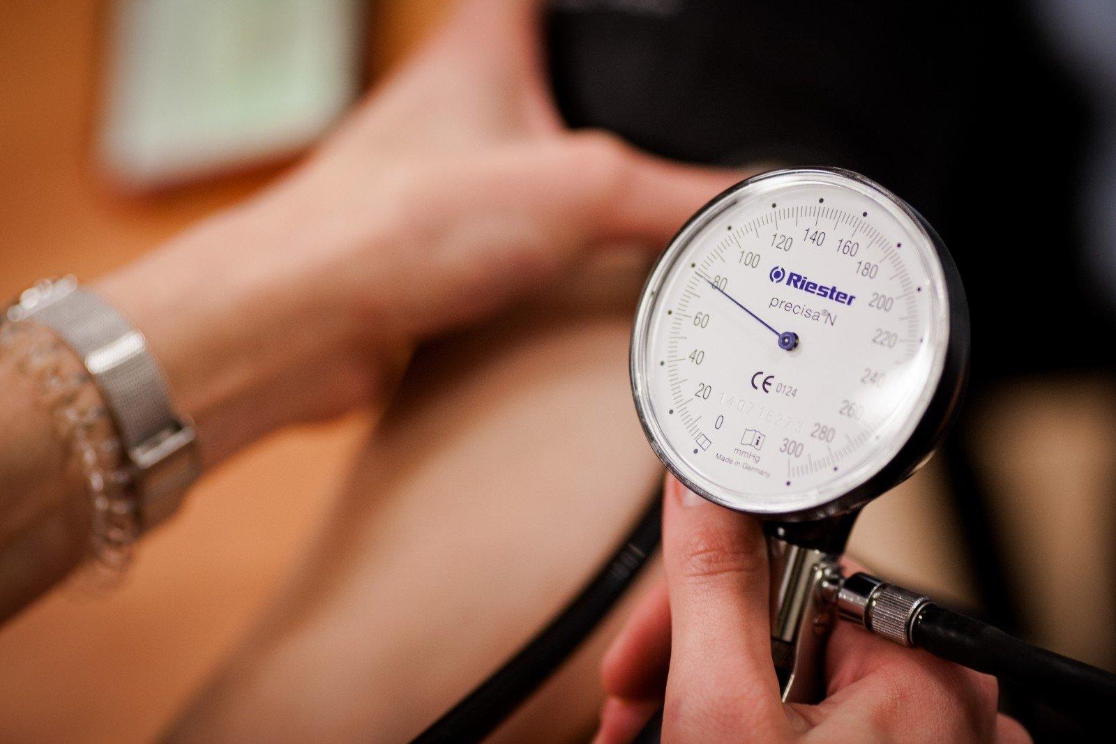 hipertenzija gali duoti kraujo
