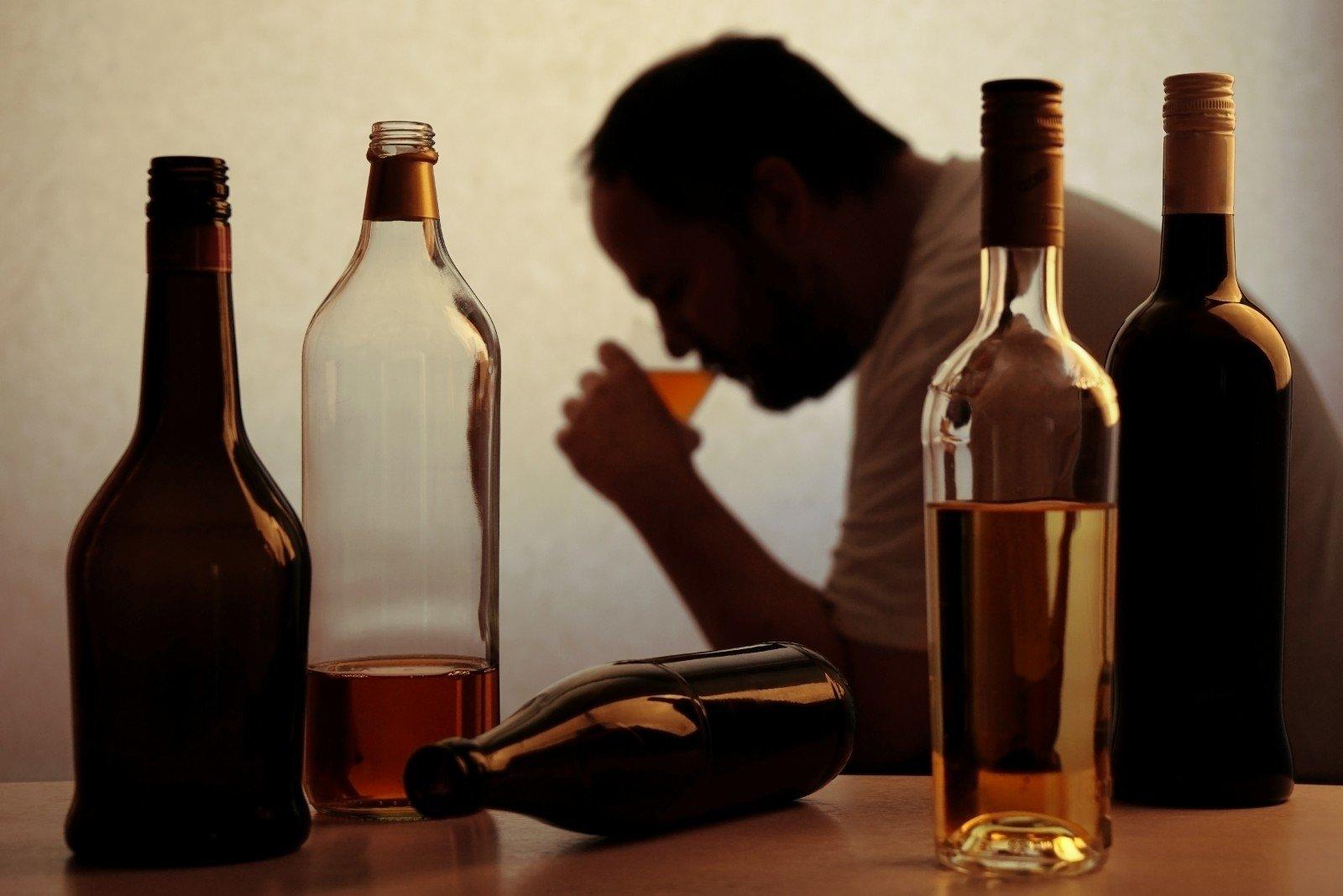 6 pavojai, kuriuos jūsų kūnui kelia alkoholis - DELFI Mokslas