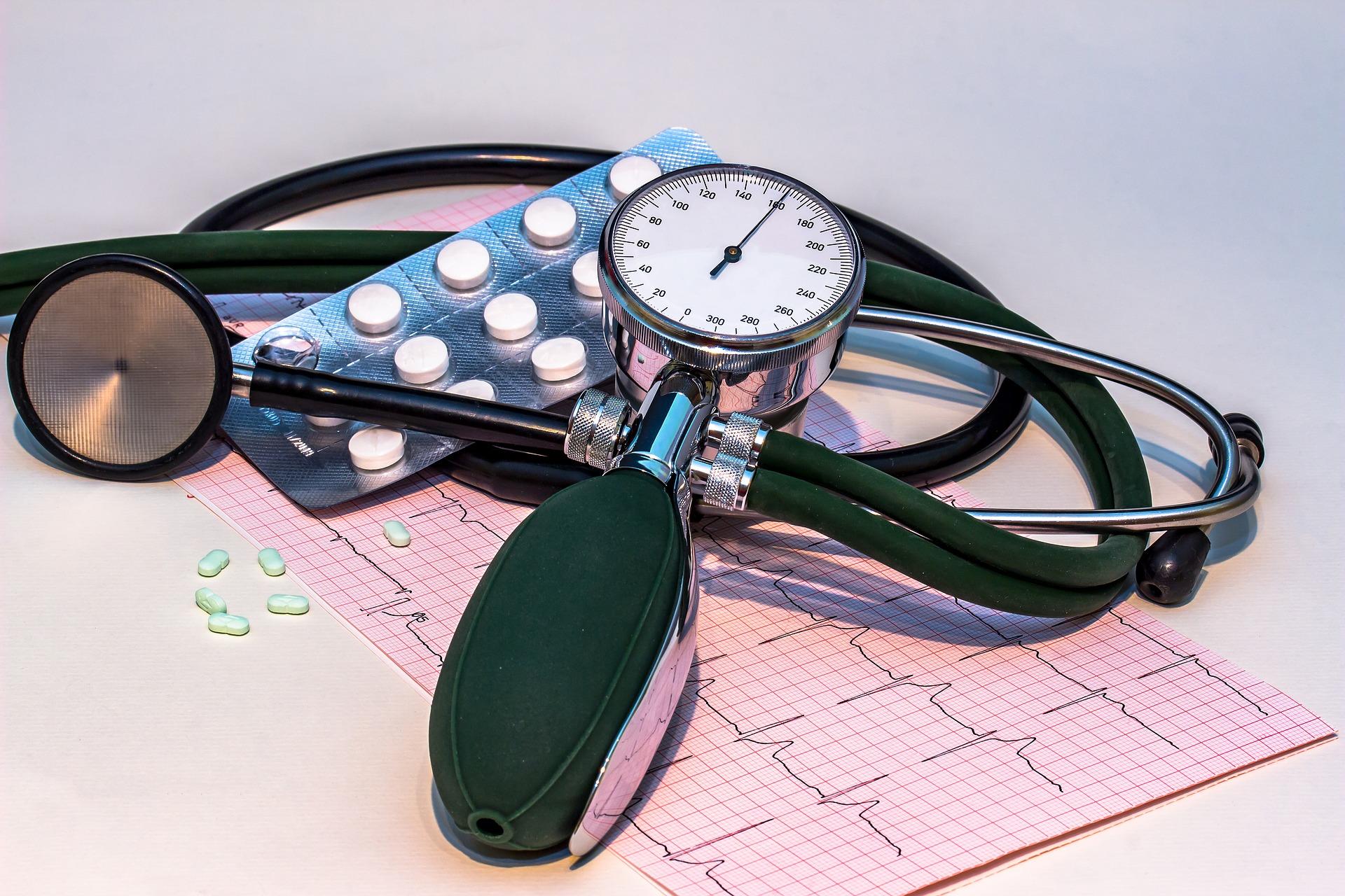 pooperacinė kataraktos hipertenzija