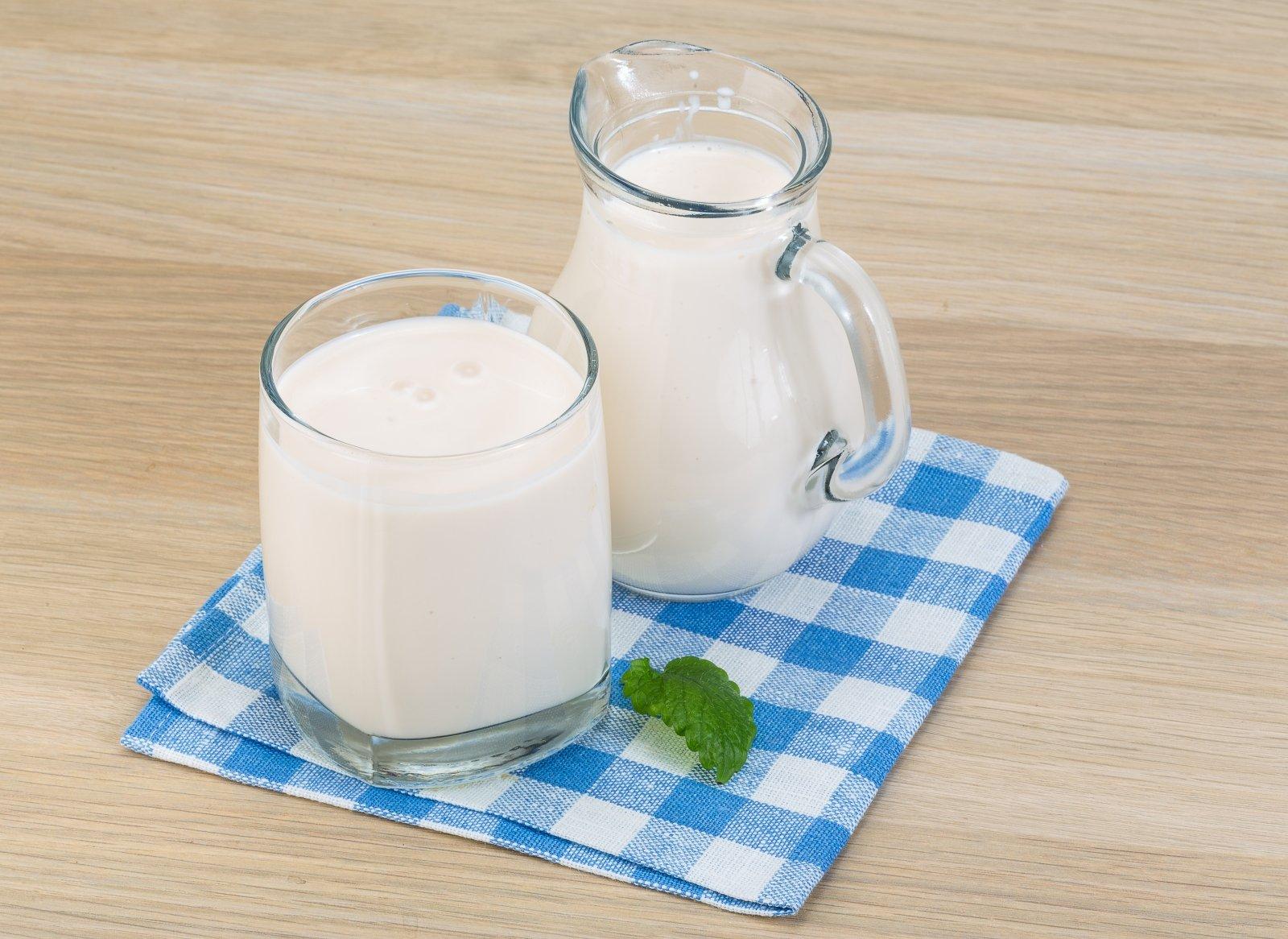 Ryazhenka silpnėja naktį. Ar verta naktį gerti fermentuotą keptą pieną