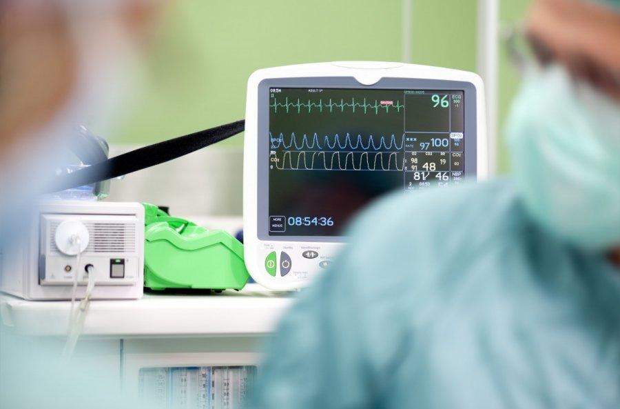su hipertenzija, žemu kraujospūdžiu, dideliu pulsu