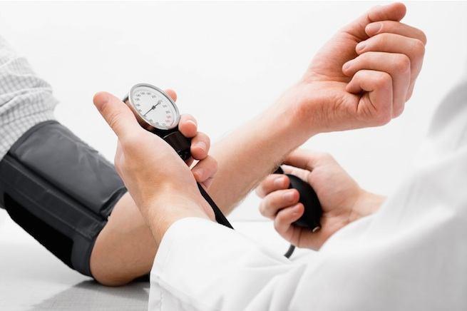 hipertenzija ir galvos triukšmas)