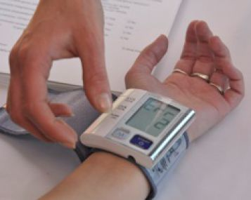 kairė ranka nutirpsta hipertenzija hipertenzijos skubūs vaistai