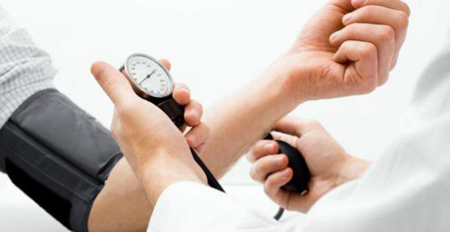 hipertenzija mažesnis slėgis)