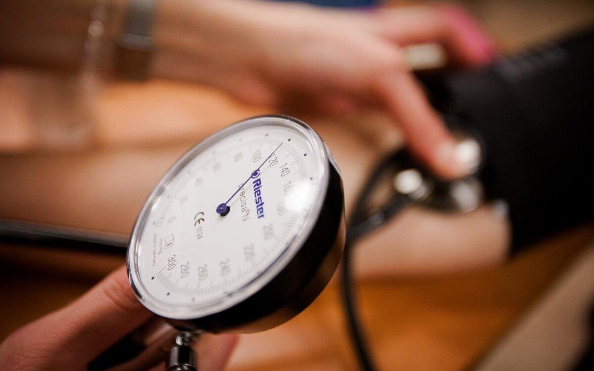 Aukštas kraujo spaudimas. Simptomai, priežastys, eiga ir gydymas