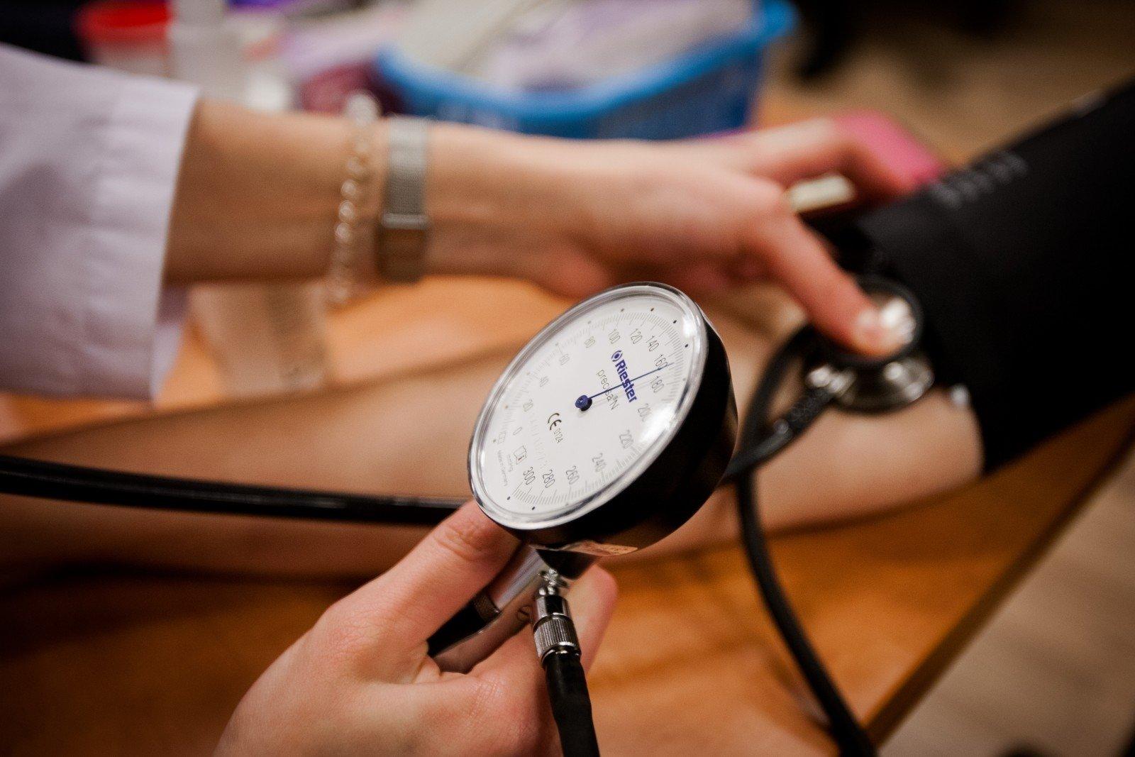 koks spaudimas turėtų būti su hipertenzija)